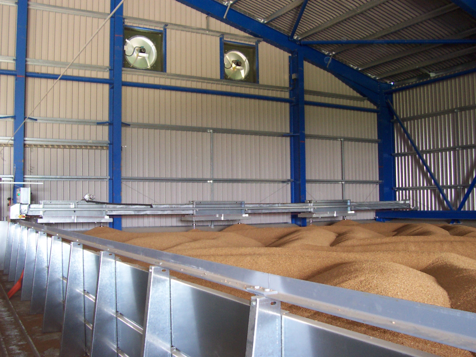 On floor stirrer grain store showing exhaust fans