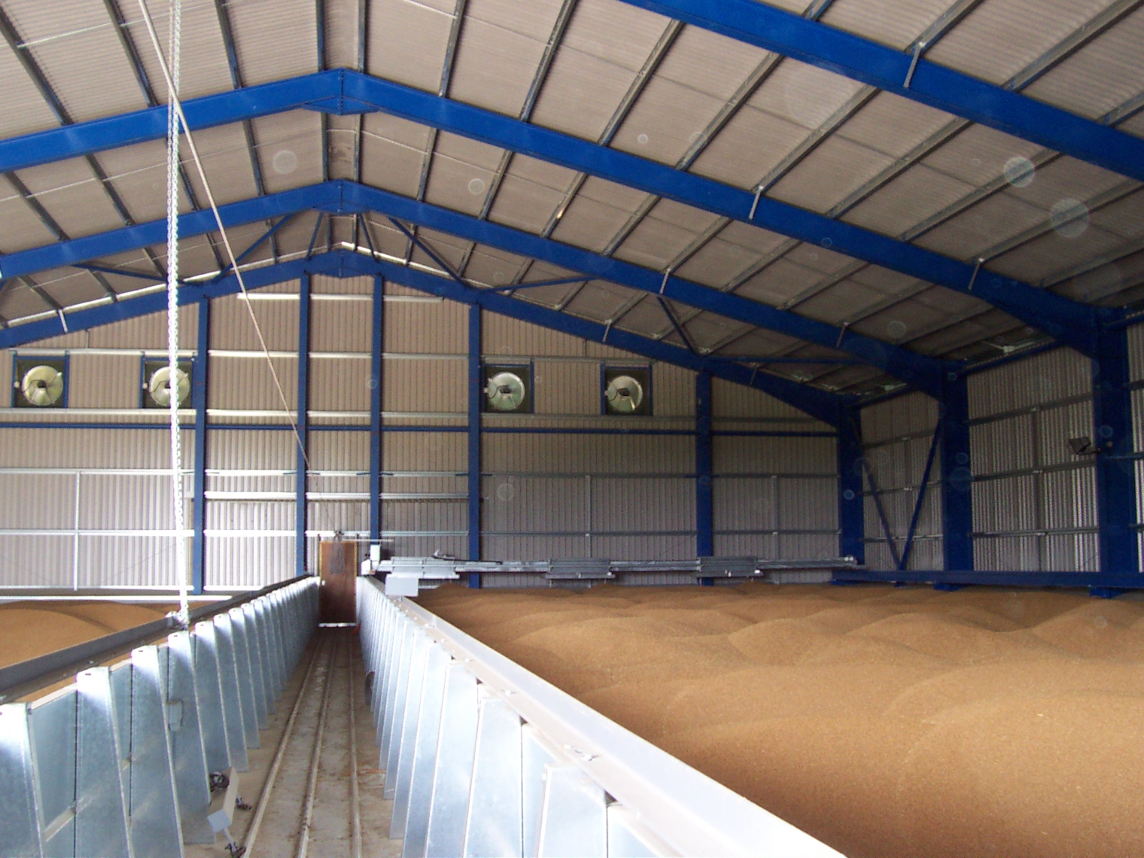 On floor grain store with Harvest Installations Stirrer