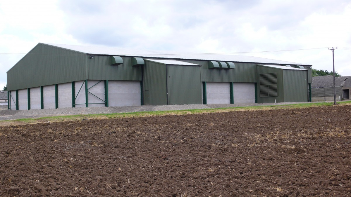 tonne o nfloor grain store with stirrers, rear elevation