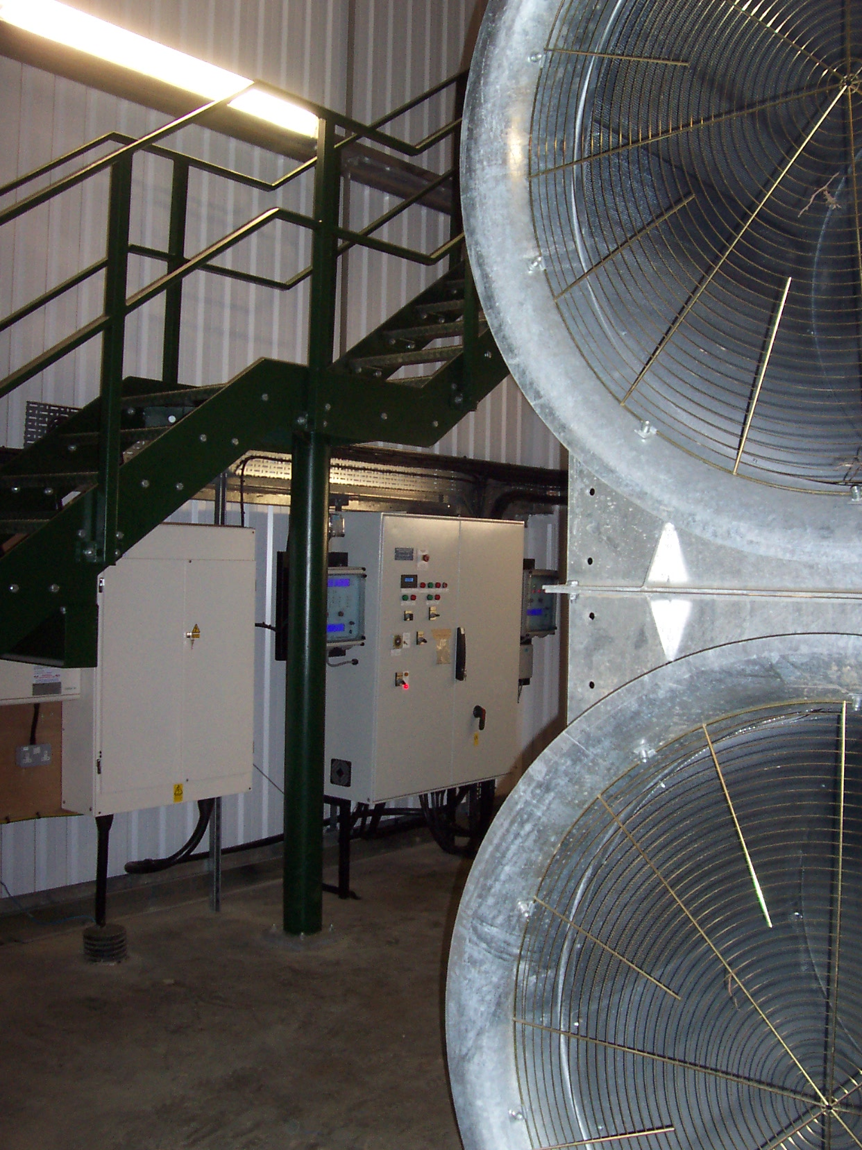 Large axial fans and controls for onion storage