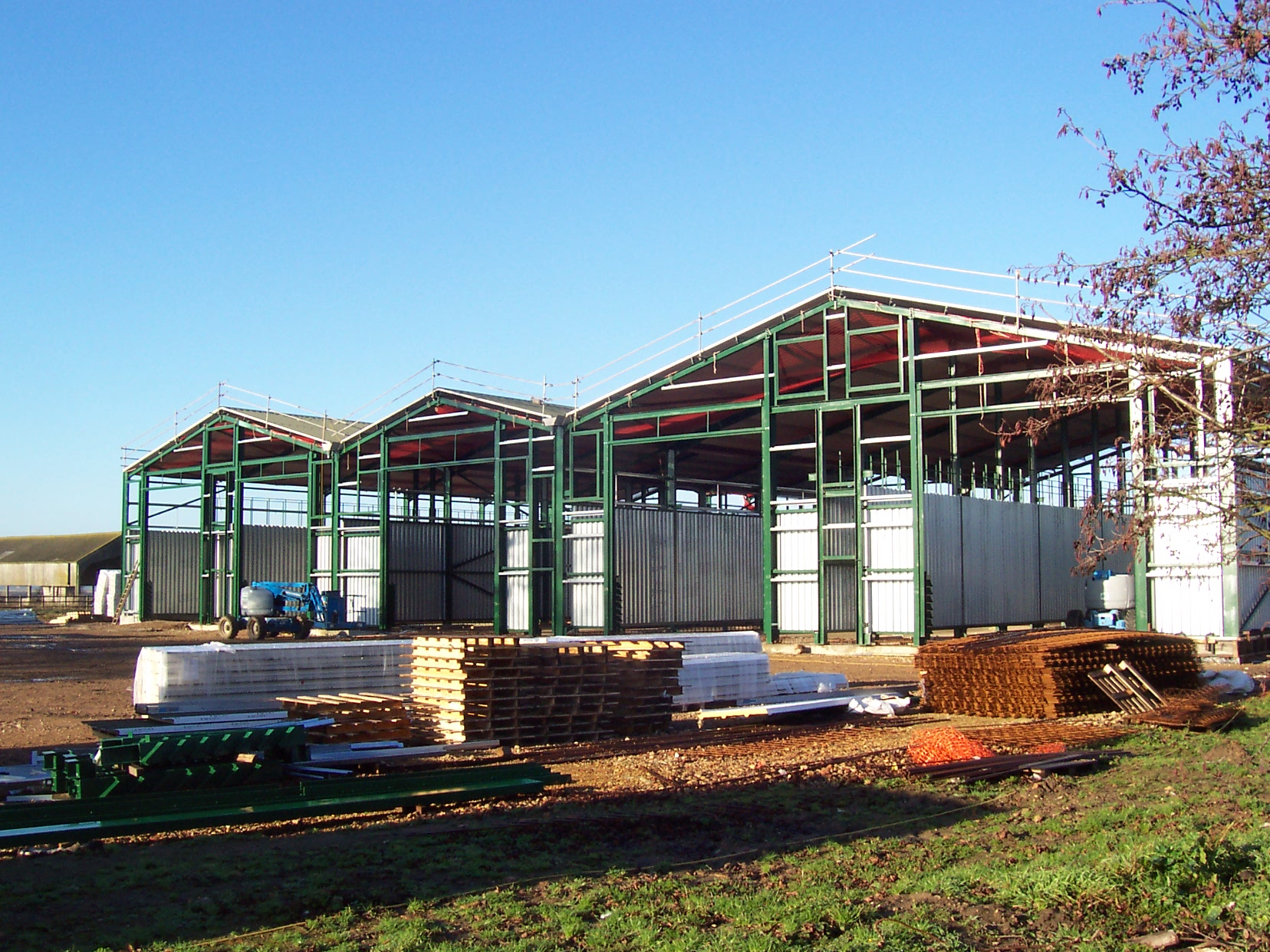 Steel framework agricultural buildings